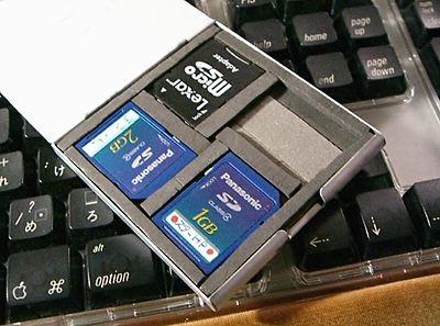 SDカード入れ