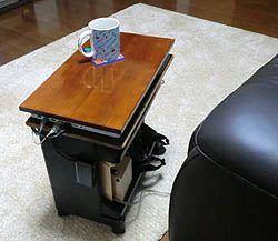 リビングのパソコンテーブル